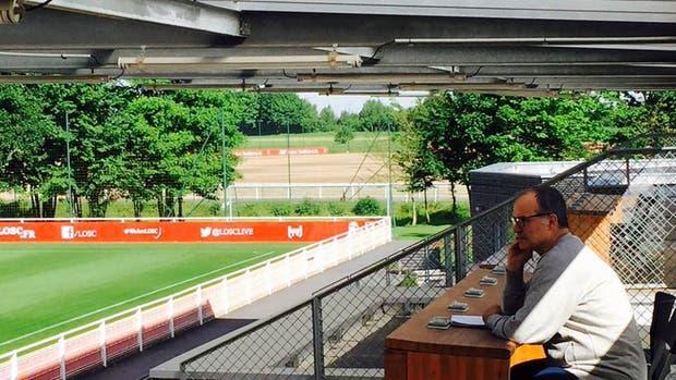 Bielsa, en el campo de entrenamiento de Lille, su nuevo club