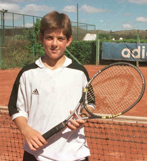 En su etapa inicial, desechó seguir jugando al fútbol para dedicarse al tenis