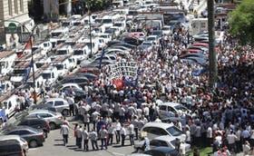 La protesta de empleados de Cablevisión, frente a la sede de la Corte Suprema