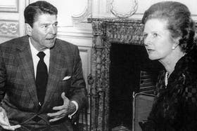 El ex presidente de los Estados Unidos en una reunión junto a la entonces primer ministra inglesa, Margaret Thatcher, el 4 de junio de 1982