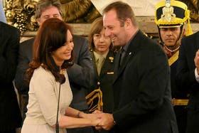 El padre Juan Carlos Molina, cuando Cristina Kirchner le tomó juramento como titular de la Sedronar
