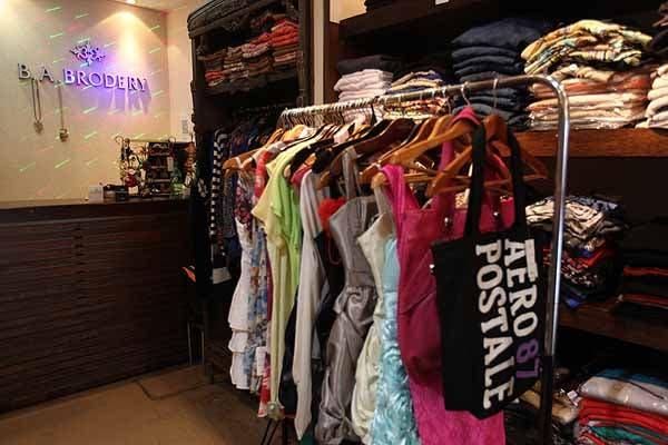 Los vestidos de fiesta se consiguen desde $50. Foto: OHLALÁ! /Guadalupe Aizaga