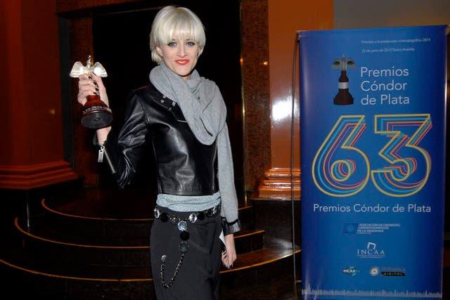 La actriz, feliz, con su Cóndor en mano