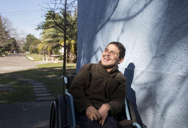 Roberto Ramírez, de 22 años, vive en el Cottolengo desde los 11.