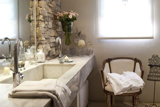 Bachas Para Baño Con Griferia:mesada de mármol blanco con bacha de una sola pieza y grifería de