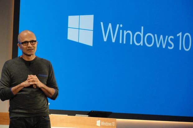 Satya Nadella, CEO de Microsoft, durante el anuncio de las características del nuevo Windows 10