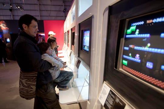 Los adultos se fascinan con los videojuegos que jugaban de chico. Foto: LA NACION / Matias Aimar