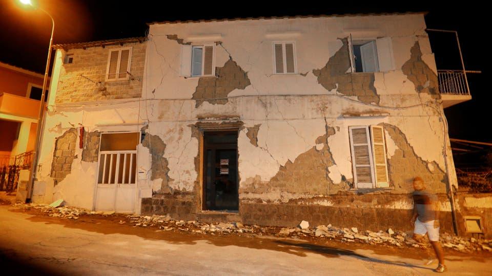 El terremoto causó graves daños a las viviendas, algunas muy antiguas. Foto: AP