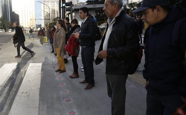 En la esquina de las avenidas del Libertador y Ramos Mejía se encuentra el primer semáforo horizontal