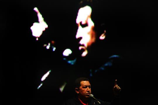 Durante su discurso Hugo Chávez, acusó de farsantes y cínicos a los medios que cuestionaron que se le entregue un galardón creado para premiar la excelencia periodística. Foto: LA NACION / Santiago Hafford