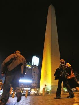 El Obelisco se iluminó de amarillo como adhesión a la causa