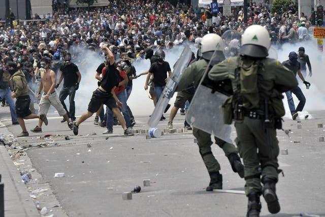Los disturbios se extendieron a varios barrios de Atenas