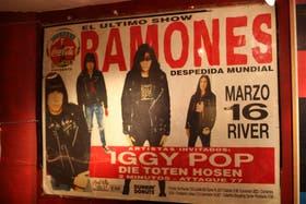 Pieza infaltable, el afiche de su último concierto: eligieron Buenos Aires y llenaron River