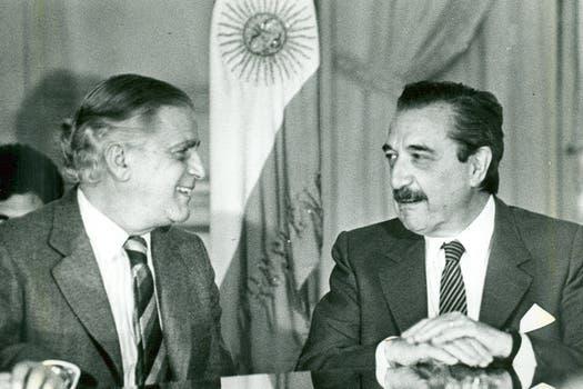 El 13 de octubre de 1987 junto al entonces presidente, Raúl Alfonsín. Foto: Archivo