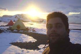 El geólogo argentino Matías Vaca, de 28 años, logró sobrevivir 34 horas a la intemperie durante un temporal en la Antártida