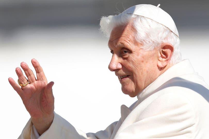 Ratzinger aseguró que su renuncia no significa volver a la vida privada