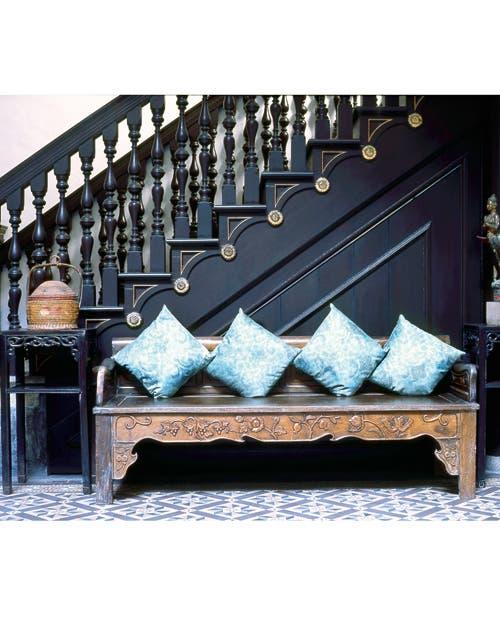 Tallas en madera, paneles de hierro forjado y rejas tienen un gran trabajo artesanal que atrae todas las miradas.