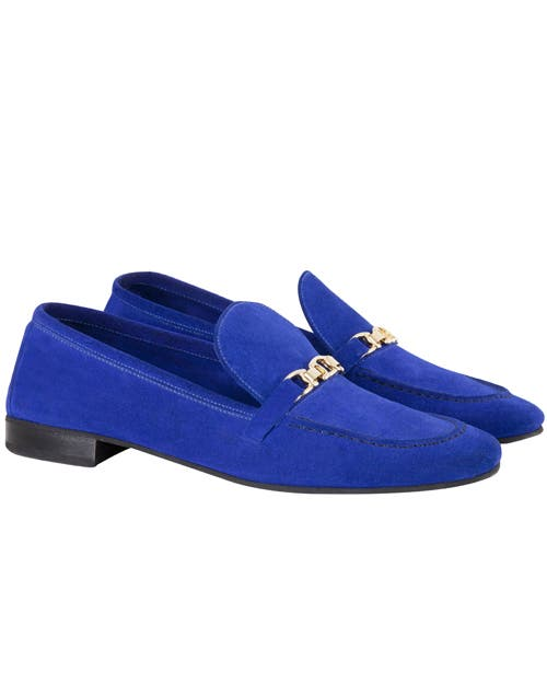En nobuk azul shocking (María Cher, $ 1400).