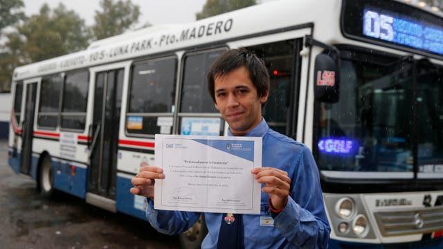Tres años después de sacar su habilitación para conducir colectivos, Enríquez recibió la distinción