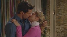 El beso de Manuel y Miranda