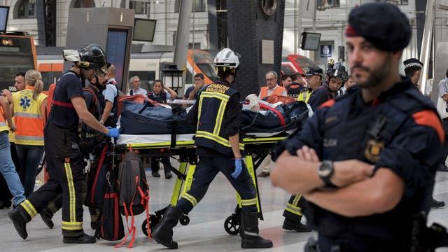 Los servicios de emergencia activaron un operativo en la estacion y las inmediaciones