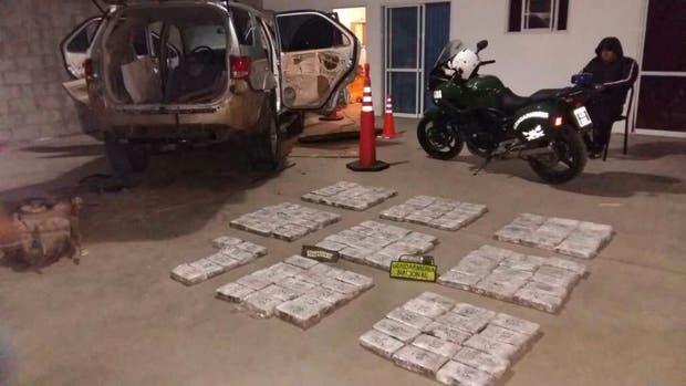 Los 126 paquetes de marihuana retirados del auto