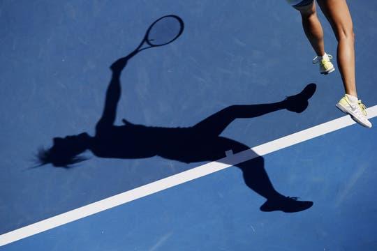 Sharapova, el centro de las miradas, ya está en semifinales. Foto: AP