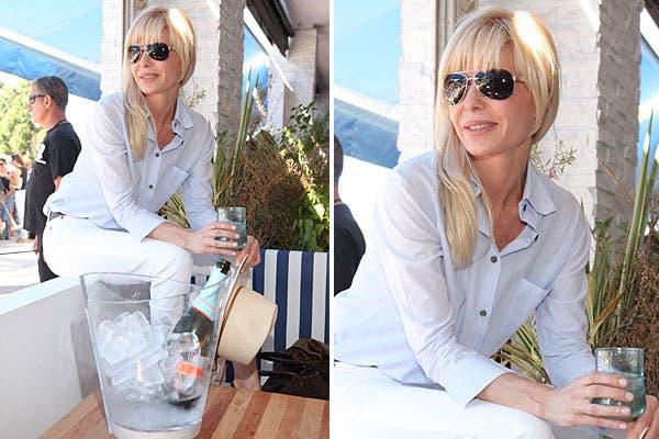 Karina Rabolini fue otra de las famosas que aprovechó para tomar algo en el Chandon Bar. Eligió un look en tonos claros y sombrero para combatir el calor. Foto: Feedback PR