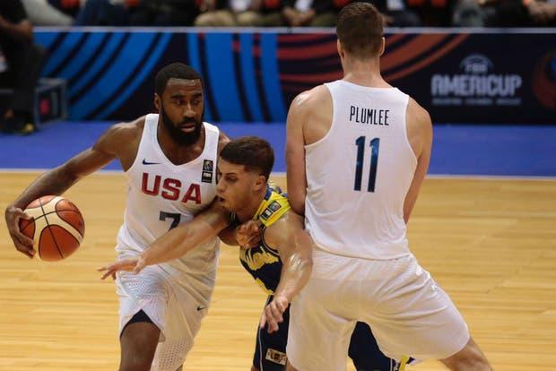 Reggie Williams y Marshal Plumlee, de Estados Unidos, pasaron por la NBA
