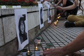 La otra cara. Distintas organizaciones sociales que luchan contra la trata de personas se concentran en el Obelisco porteño para seguir en directo la sentencia del juicio a los imputados por la desaparición de Marita Veron.