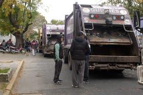 Militantes de camioneros protestaron ayer en la sede municipal