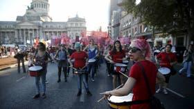 En el Día de la Mujer, manifestantes marcharon desde el Congreso a Plaza de Mayo para reclamar medidas contra la violencia de género