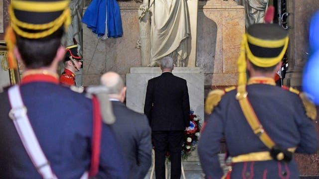 El vicepresidente de los Estados Unidos, Mike Pence, rindió un homenaje al General José de San Martín ante el mausoleo que guarda sus restos en la Catedral metropolitana