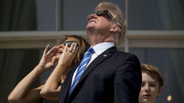 Donald Trump vio el eclipse solar desde la Casa Blanca