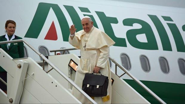 El avión de Alitalia, con el papa Franciso a bordo sufrió el incidente con un láser
