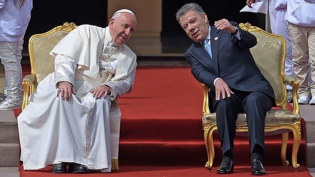 EL papa Francisco junto al presidente de Colombia Juan Manuel Santos