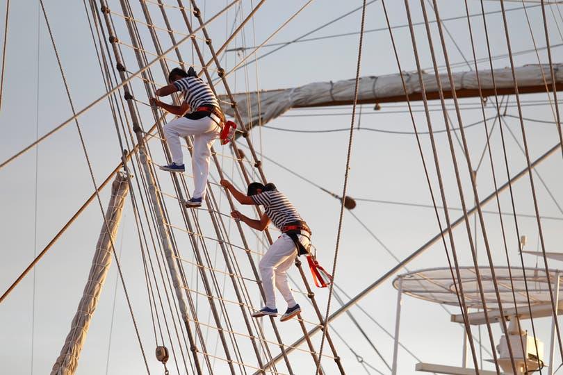 Marineros muestran su destreza en la Fragata. Foto: LA NACION / Rodrigo Néspolo