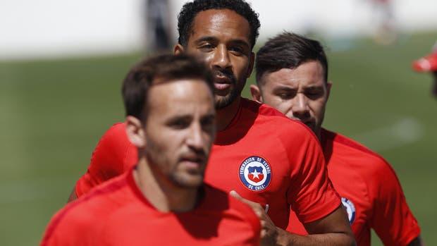 Los jugadores de la selección chilena, durante un entrenamiento en el complejo Juan Pinto Duran