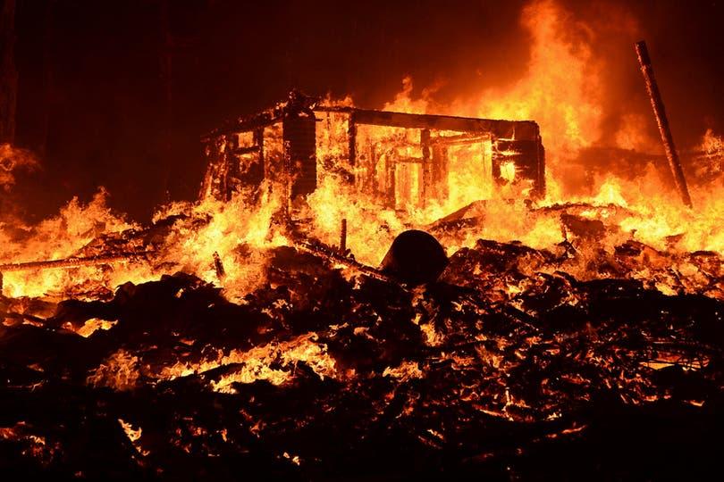 El fuego consumo todo a su paso. Foto: Reuters