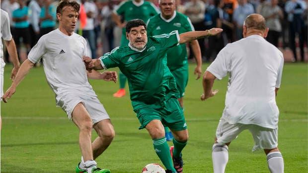 La reacción de Maradona ante una jugada fuerte de un niño