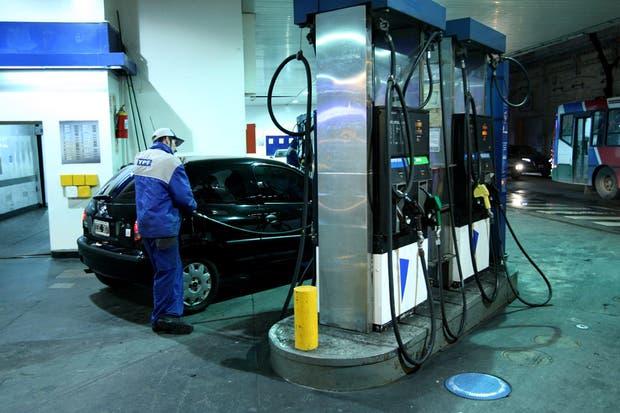 A partir de la medianoche aumentan un 8% los combustibles