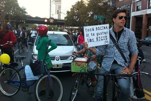 La agrupación a favor del uso de las bicicletas volvió a tomar por asalto las calles de Buenos Aires. Foto: LA NACION