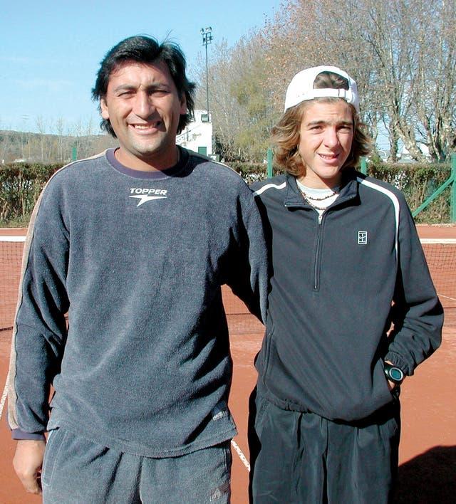 Con Marcelo Gómez, su primer entrenador en la escuelita del club Independiente de Tandil