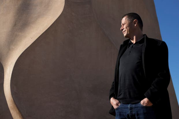 El genial escritor francés, en la terraza de La PEdrera barcelonesa
