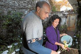 Sonia Pérez, trabaja junto a su marido Fernando en el compost de su casa
