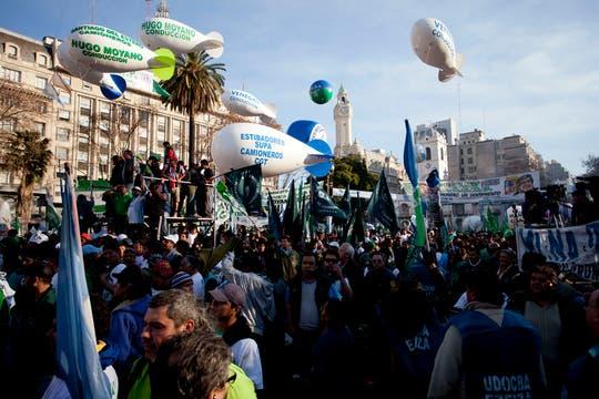 Miles de personas se acercaron a la plaza para escuchar al líder de la CGT. Foto: LA NACION / Matias Aimar