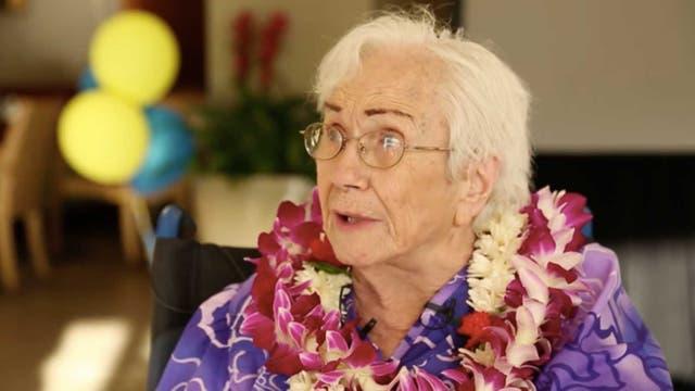 En silla de ruedas y con dificultades auditivas, Cratón presenció cada una de las clases desde su casa de Hawaii