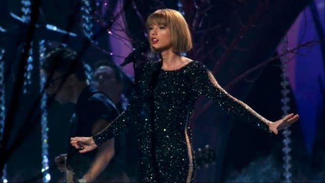 Taylor Swift abrió la ceremonia de los Grammy