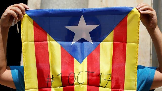 La estelada con la fecha del referéndum independentista: 1 de octubre de 2017