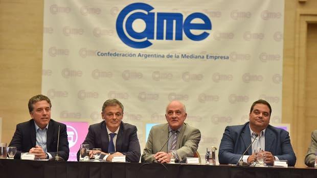 El presidente de CAME, Fabián Tarrío, junto a los ministros de Trabajo, Jorge Triaca; de Hacienda, Nicolás Dujovne y de Producción, Francisco Cabrera